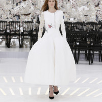 LOOK 2,EMBROIDERED WHITE SILK DRESS.