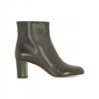 「Black leather ankle boots」(6万5,000円)