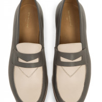「Bi-color leather penny loafer」(stone×beige/6万円)
