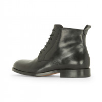 「Black leather lace-up boots」(6万8,000円)