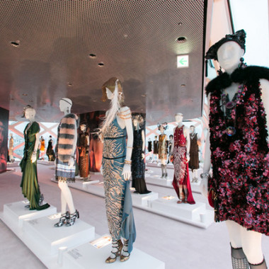 プラダ青山店で開催中の「Catherine Martin and Miuccia Prada Dress Gatsby」展