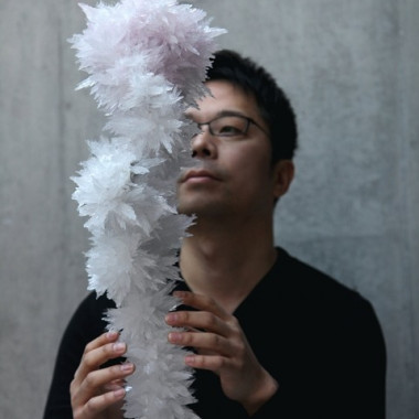 2012年度のMaison et ObjetでCreator of the Yearを受賞した吉岡徳仁氏(作品「Crystallized Rose」)