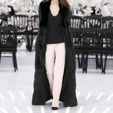 LOOK 25,LONG BLACK ZIBELINE COAT WITH BLACK WOOL TOP AND PALE PINK WOOL PANTS.