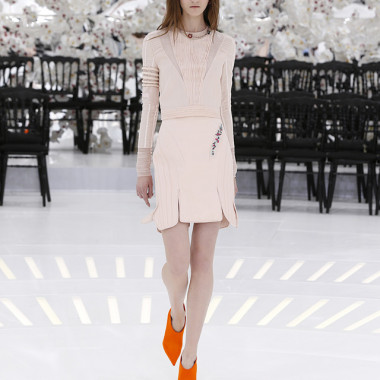 LOOK 32,EMBROIDERED PALE PINK PLEATED AND STITCHED JACQUARD SILK TOP WITH EMBROIDERED PALE PINK STITCHED SILK SKIRT.