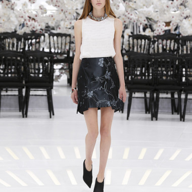 LOOK 35,WHITE PLEATED AND STITCHED SILK TOP WITH DARK GREY AND BLUE STITCHED JACQUARD SILK SKIRT.