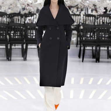 LOOK 49,LONG DARK NAVY WOOL PEACOAT WITH OFF WHITE WOOL PANTS.