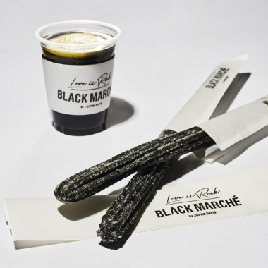 BLACK CHURRO(350円)、BLACK LEMONADE(400円)