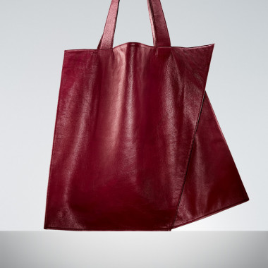 「'ORI' Leather Tote(Beige/Red/Black)」(9万8,000円)