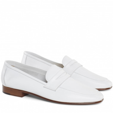 「LAMB CLASSIC LOAFER」WHITE(5万4,135円)