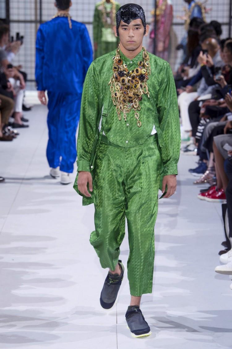 川久保玲によるコム デ ギャルソン・オム プリュス(COMME des GARÇONS HOMME PLUS)が2019 年春夏コレクションを6月23日、パリファッションウィークで発表した。