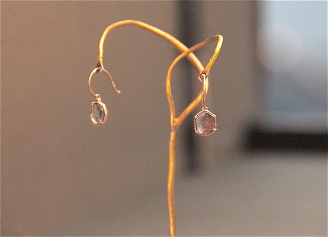 スライスダイヤモンドを使用したピアス