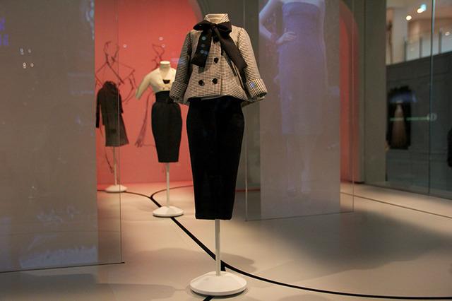 hot sale online 23940 81b68 ディオールがミニチュアドレスに宿した美の結晶!9つのドール ...