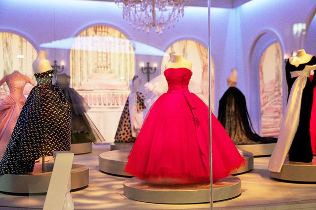 hot sale online 0945f 0d6f4 ディオールがミニチュアドレスに宿した美の結晶!9つのドール ...