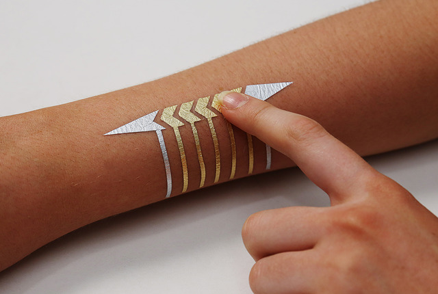 DuoSkin capacitive touch slider made from gold and silver leaf.