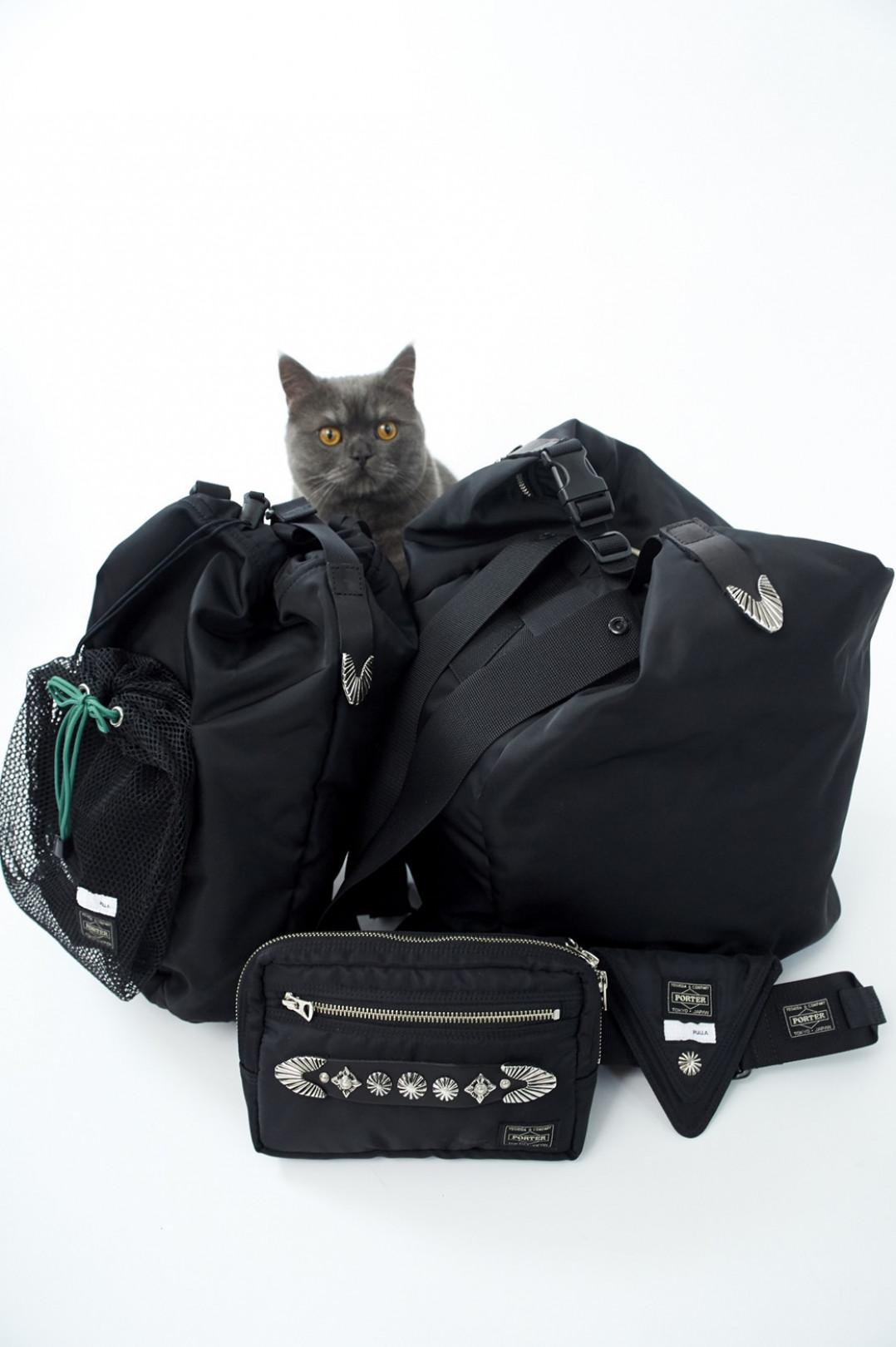 トーガ プルラ とポーターのコラボレーションバッグ
