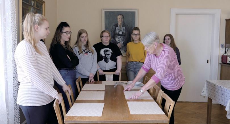 暮らしや家事のあり方を柔らかく問う映画「〈主婦〉の学校」が10月16日から全国公開